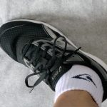 アシックスのSTORMER(ストーマー)は横幅は細めで足長的には大きめ、サイズ感と履き心地のレビュー